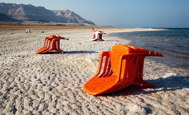 世界中、旅行者、訪れる、死海、縮小、塩分濃度