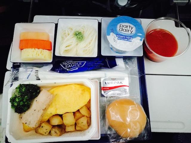 骨が折れる思い、ANA、深夜便、子連れ、バンコク、東京、往復