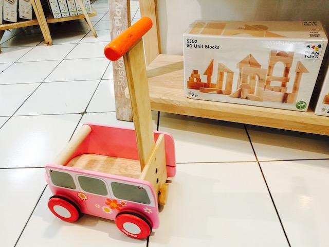 日本のママ友、お土産、木のおもちゃ、プラントイ