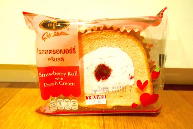 バレンタイン仕様、ストロベリーロールケーキ、タイ、セブン