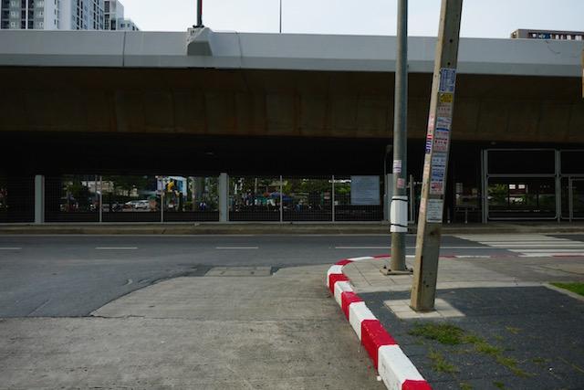 BTSウタカート駅、ワット パクナム、下町の風景、暮らす人々