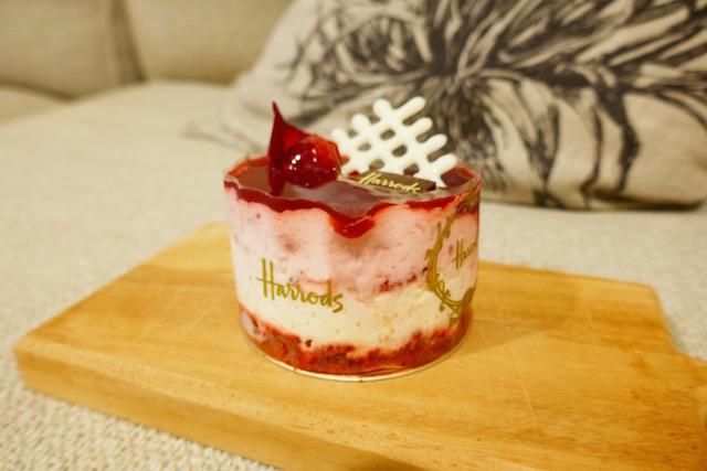 ブリティッシュ、ティータイム、ハロッズ、美味しいケーキ