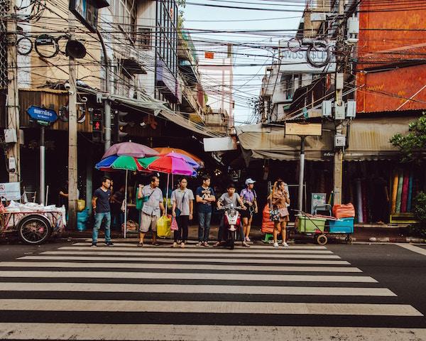 社会主義国、最近、バンコク、微笑まない