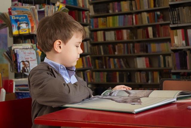 早期教育、正しいか、持って生まれた資質